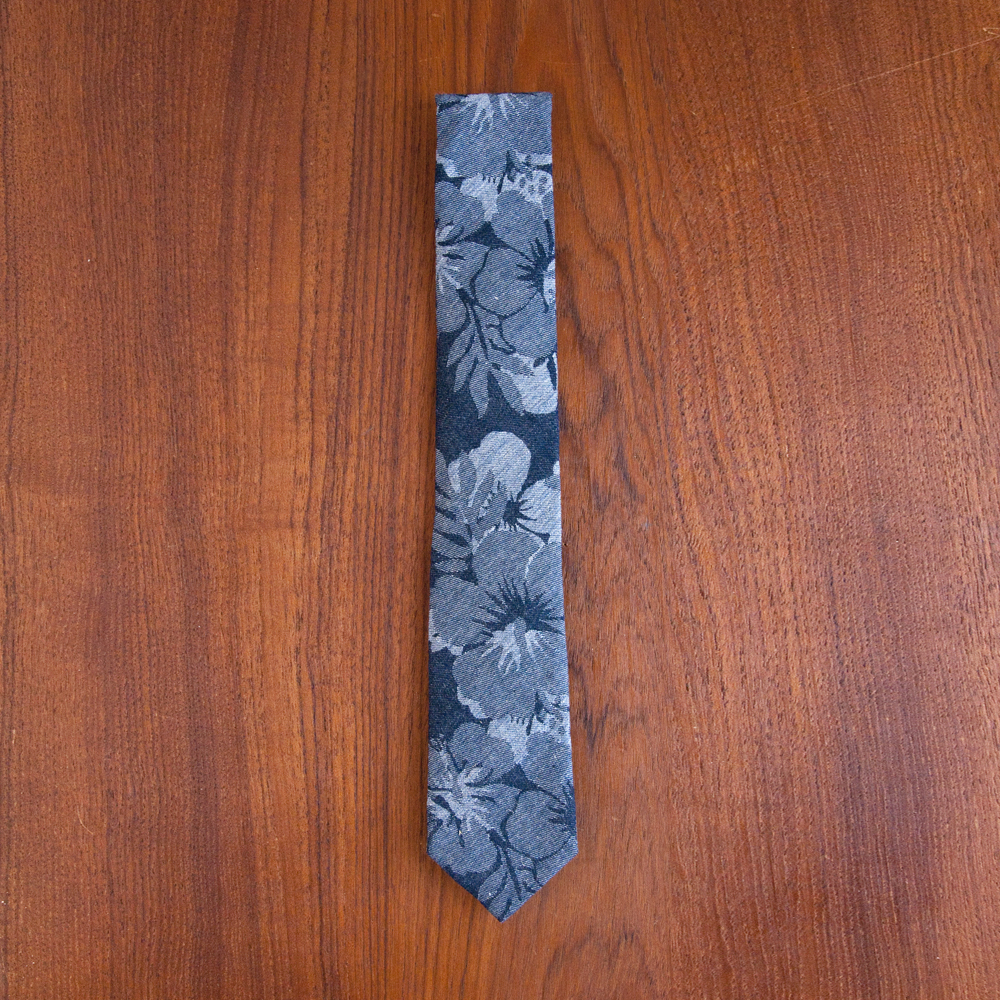 The Hill-Side Pointed Tie in Cotton/Linen Jacquard Aloha Indigo